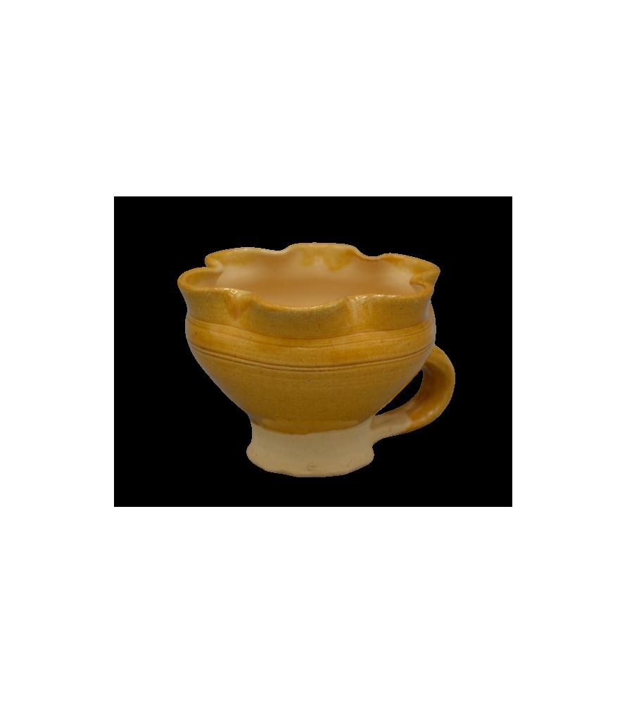 Tasse médiévale polylobée, vernissée jaune