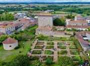 Photo du donjon de Bazoges en Pareds.